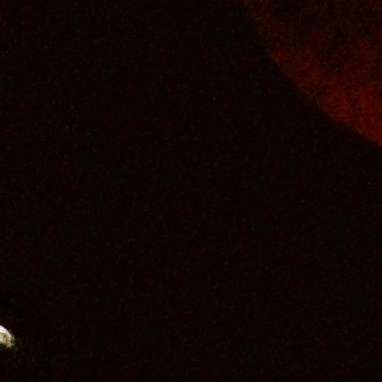 "UFO Appears During September 27th, 2015 ""Blood Moon"""