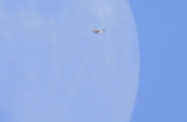 UFO Appears Over Cornwall, Ontario Canada, While Witness Photographs Moon