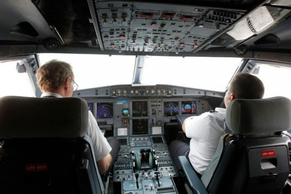 Terrified airline pilot DUCKS as he sees UFO heading straight to cockpit