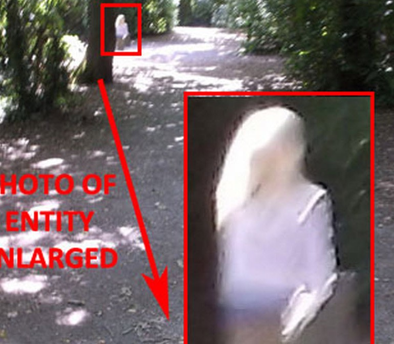 Man Sees & Photographs Strange Entity – Decoy Park – Newton Abbot Devon, UK